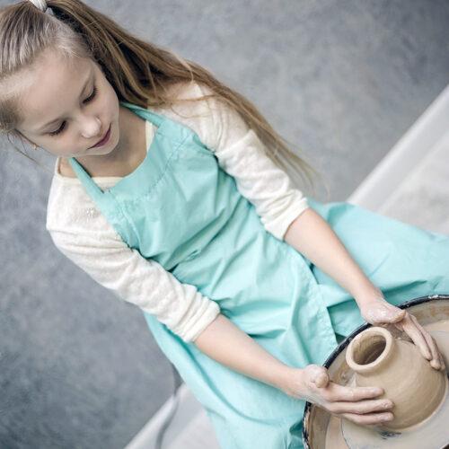 Гончарный круг помогает детям реализовать свои творческие способности