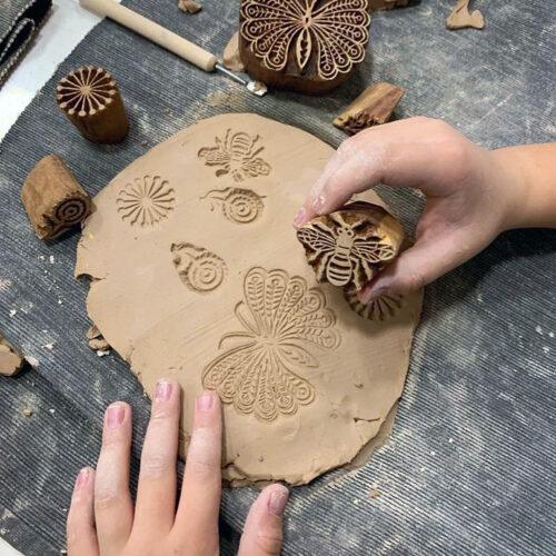 У нас очень красивые деревянные печати ручной работы